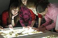 В ТК «ЕвроМАГ» прошел мастер-класс по рисованию песком